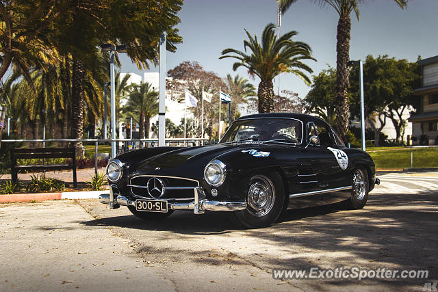 Mercedes 300SL spotted in Sderot, Israel