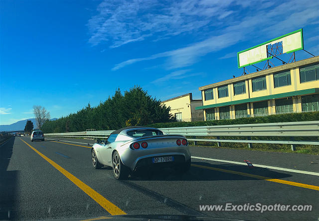 Lotus Elise spotted in Montecatini, Italy