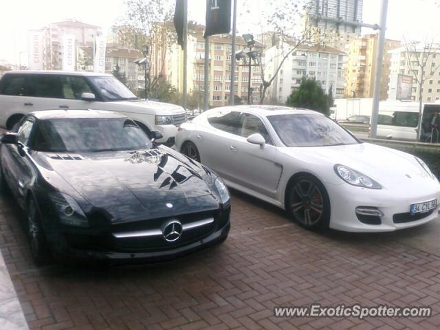Mercedes SLS AMG spotted in Istanbul, Turkey on 02/11/2011