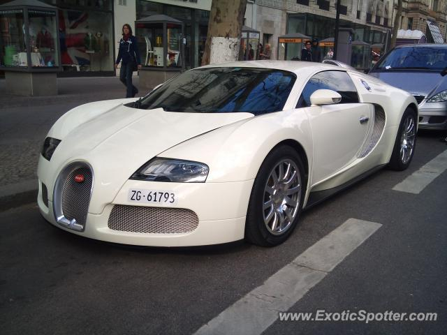 bugatti veyron spotted in berlin germany on 04 01 2011 photo 2. Black Bedroom Furniture Sets. Home Design Ideas