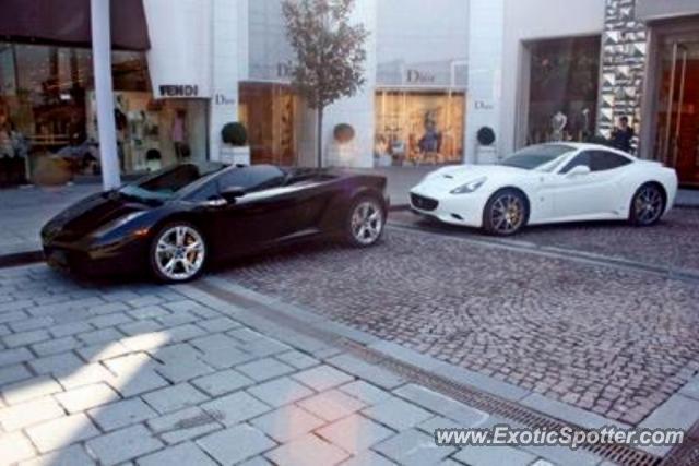 Ferrari California spotted in Istanbul, Turkey on 08/10/2011
