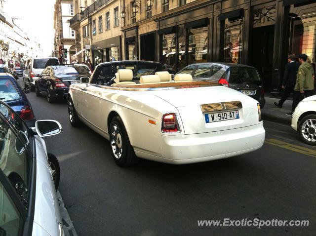 rolls royce phantom spotted in paris france on 07 22 2011. Black Bedroom Furniture Sets. Home Design Ideas