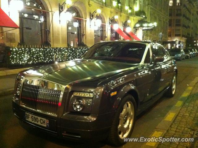 rolls royce phantom spotted in paris france on 12 10 2011. Black Bedroom Furniture Sets. Home Design Ideas