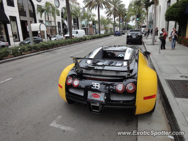 bugatti veyron spotted in los angeles united states on 10 31 2011 photo 2. Black Bedroom Furniture Sets. Home Design Ideas