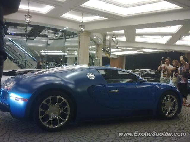 bugatti veyron spotted in dubai united arab emirates on 01 01 2012. Black Bedroom Furniture Sets. Home Design Ideas