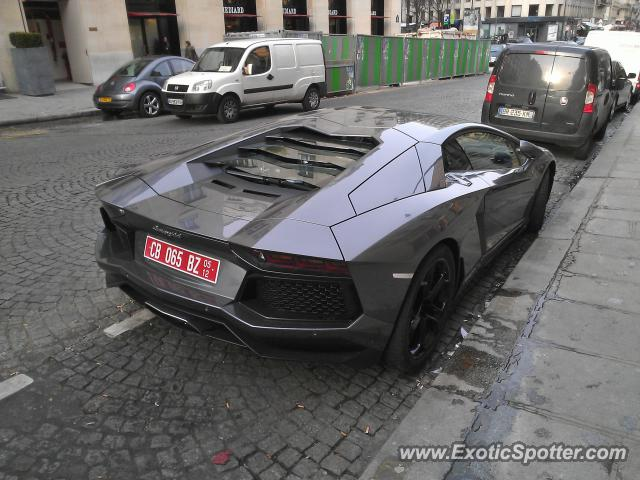 lamborghini aventador spotted in paris france on 02 22 2012 photo 2. Black Bedroom Furniture Sets. Home Design Ideas