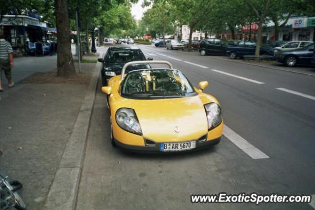 renault spider spotted in berlin germany on 08 15 2005. Black Bedroom Furniture Sets. Home Design Ideas