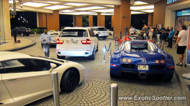 bugatti veyron spotted in dubai united arab emirates on 04 28 2012. Black Bedroom Furniture Sets. Home Design Ideas