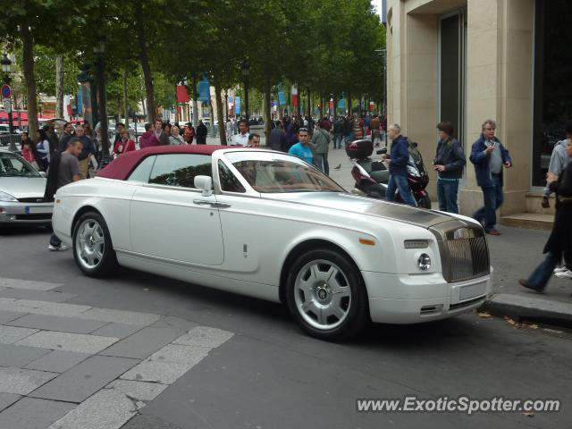 rolls royce phantom spotted in paris france on 07 21 2012. Black Bedroom Furniture Sets. Home Design Ideas