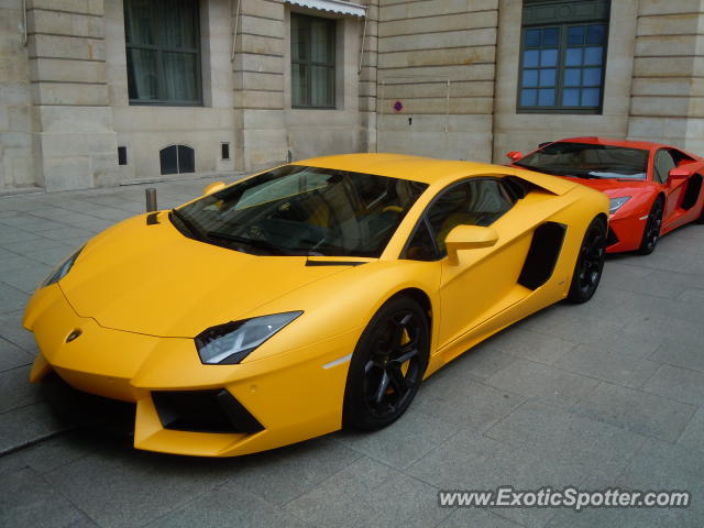lamborghini aventador spotted in paris france on 07 23 2012 photo 2. Black Bedroom Furniture Sets. Home Design Ideas