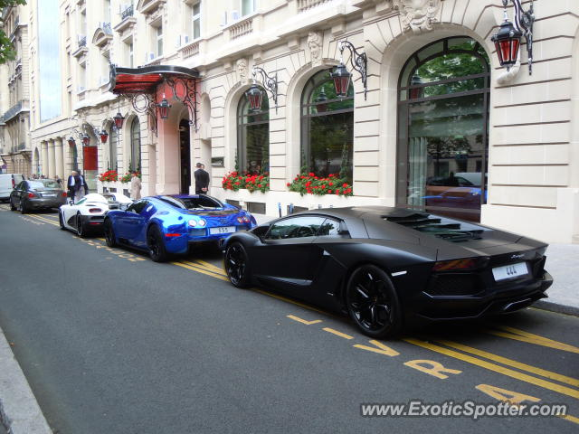 lamborghini aventador spotted in paris france on 07 23 2012 photo 3. Black Bedroom Furniture Sets. Home Design Ideas
