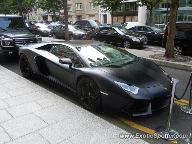 lamborghini aventador spotted in paris france on 07 23 2012 photo 4. Black Bedroom Furniture Sets. Home Design Ideas