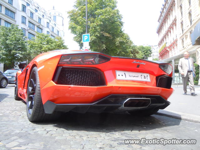 lamborghini aventador spotted in paris france on 07 23 2012 photo 5. Black Bedroom Furniture Sets. Home Design Ideas