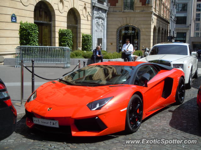 lamborghini aventador spotted in paris france on 07 23 2012 photo 6. Black Bedroom Furniture Sets. Home Design Ideas