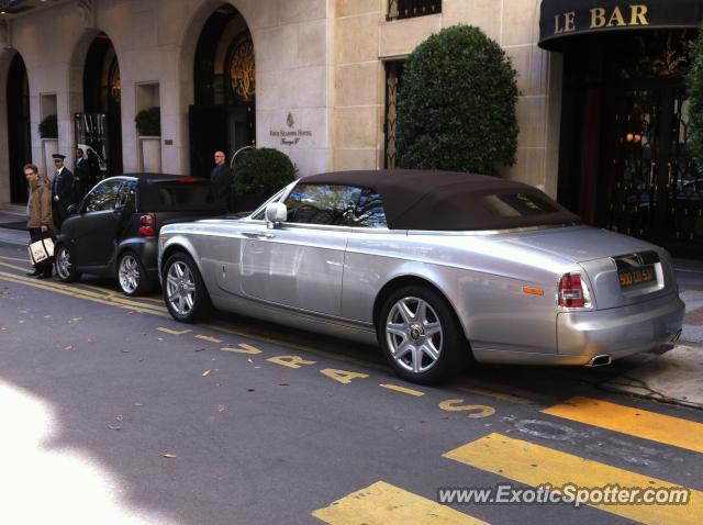 rolls royce phantom spotted in paris france on 10 02 2012. Black Bedroom Furniture Sets. Home Design Ideas
