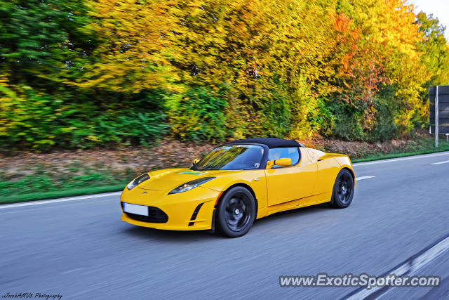 Tesla Roadster spotted in A61 Speyer, Germany