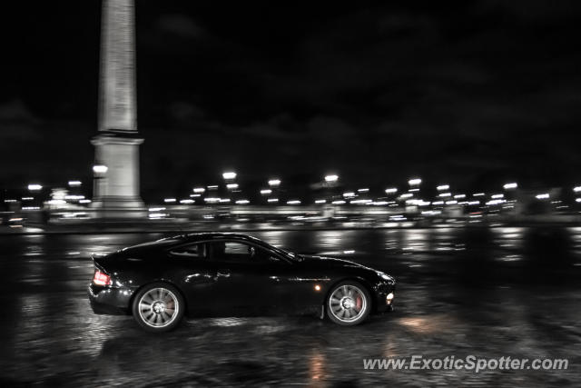 aston martin vanquish spotted in paris france on 11 10 2012. Black Bedroom Furniture Sets. Home Design Ideas