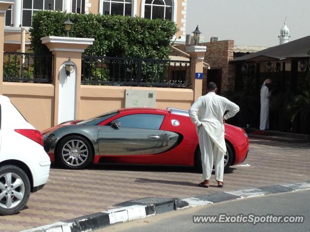bugatti veyron spotted in dubai united arab emirates on 01 02 2013. Black Bedroom Furniture Sets. Home Design Ideas