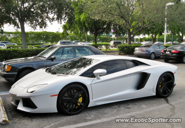 lamborghini aventador spotted in miami florida on 12 06 2012. Black Bedroom Furniture Sets. Home Design Ideas