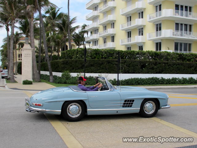 Mercedes 300sl spotted in palm beach florida on 12 30 2012 for Mercedes benz palm beach florida