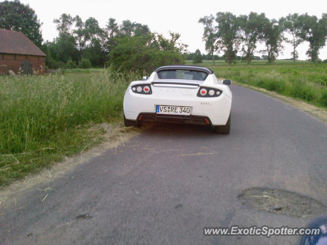 Tesla Roadster spotted in Platerowka, Poland