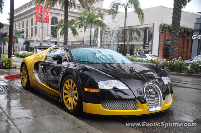 bugatti veyron spotted in beverly hills california on 12 29 2012. Black Bedroom Furniture Sets. Home Design Ideas