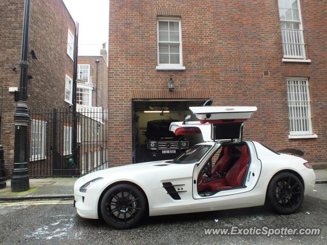 Mercedes sls amg spotted in london united kingdom on 02 13 2013 photo 2 - Mercedes benz garage london ...
