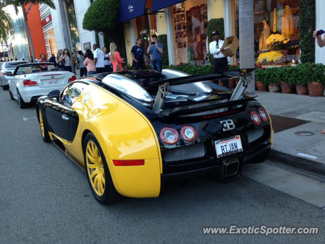 bugatti veyron spotted in rodeo drive california on 02 16. Black Bedroom Furniture Sets. Home Design Ideas