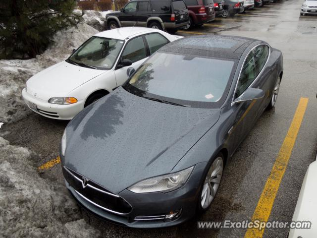 Tesla Model S spotted in Lake Zurich, Illinois