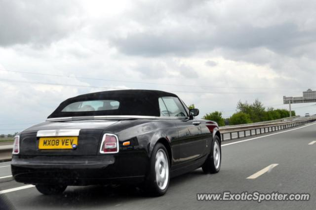 rolls royce phantom spotted in 39 the motorway 39 france on 06 07 2011. Black Bedroom Furniture Sets. Home Design Ideas
